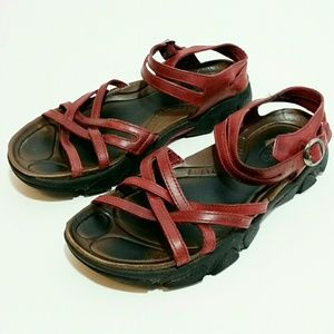 Keen Red shoes BIRD 5387 Strappy sandals Size 9